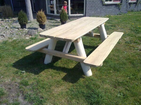 Robinia boomstam picknicktafel