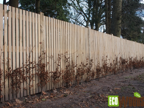 Eiken maatwerk tuinschermen voor bostuin te Bilthoven