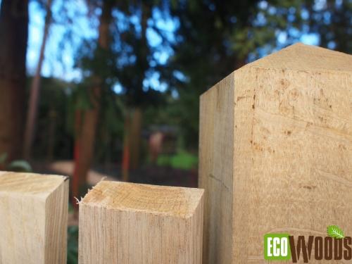 Eiken maatwerkschutting voor bostuin te Bilthoven detail